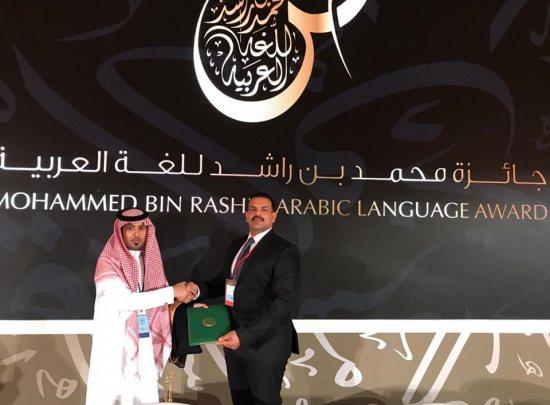 3007dd7a9b065 تدريسي من كلية التربية يشارك في مؤتمر عالمي عن الادب الاندلسي في الامارات  العربية المتحدة